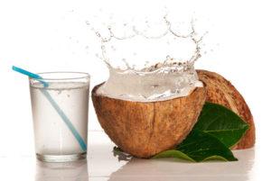 vaso-de-agua-de-coco